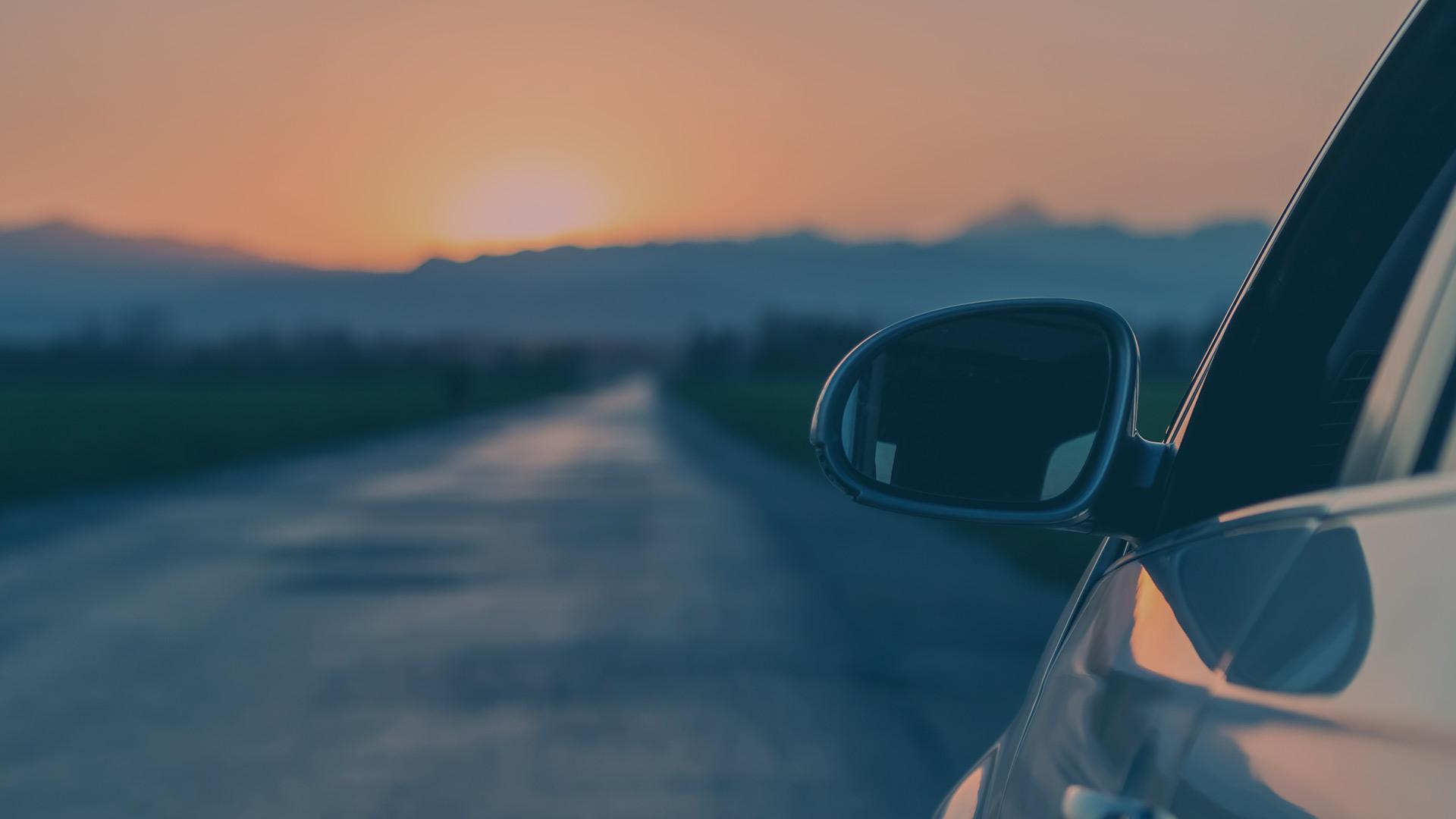 2021: Conducir sin dejar de mirar por el retrovisor